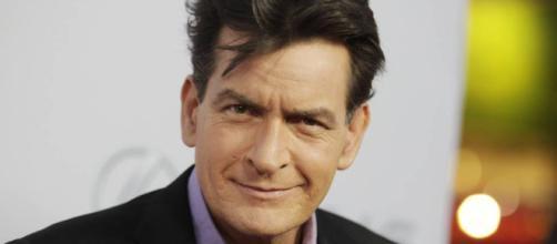 Charlie Sheen, llevó a Twitter, diciendo que hay espacio para traer de vuelta el programa que lo despidió