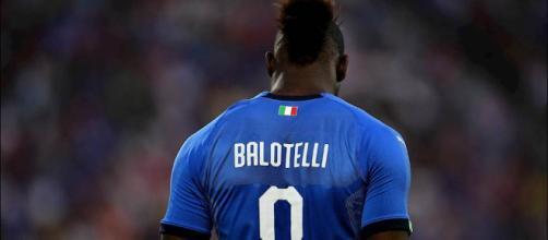 Italia, Mario Balotelli non si nasconde e dice la sua sui migranti.
