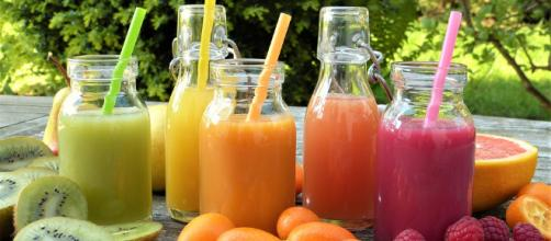 Smoothies are a delicious treat in the summer. [image source: silviarita - Pixabay]