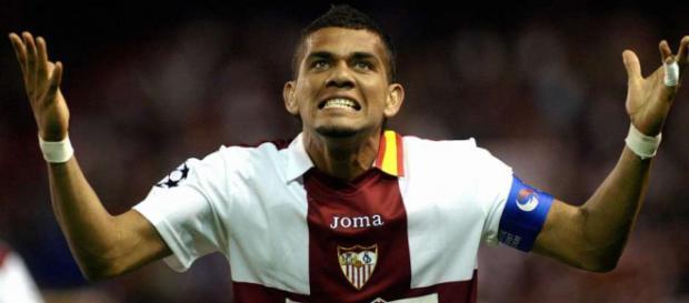Dani Alves ofrecido al Sevilla por el PSG