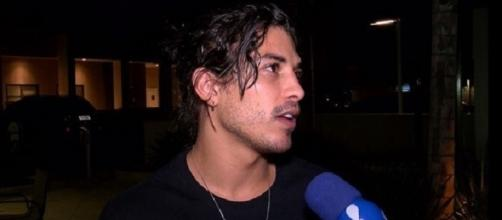 Douglas Sampaio se diz injustiçado por acusação de Jennifer Oliveira (Foto: Rede TV)