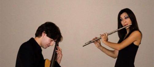 L'esibizione del duo Goya con chitarra e flauto, formato da Claudio Capuano e Francesca Timperi,è la più attesa
