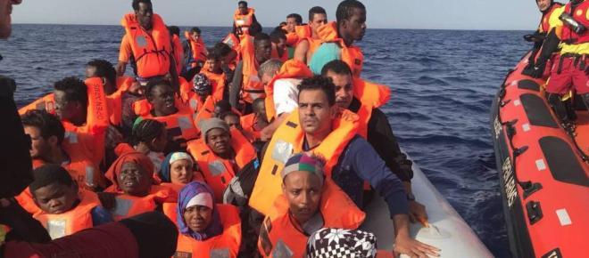 El buque 'Proactiva Open Arms' desembarcará en Barcelona con 60 inmigrantes