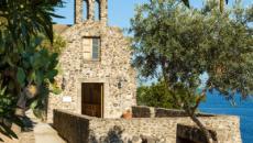 Ischia, uomo si barrica nel Castello Aragonese e minaccia: 'Mi faccio esplodere'