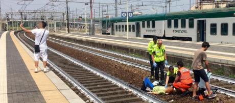 Piacenza, selfie davanti a una donna investita dal treno