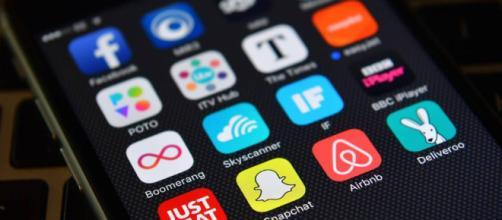 Apple publicidad móvil contra Google y Facebook.