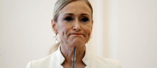 La ex presidenta de la comunidad de Madrid ha pedido un permiso no remunerado por tres meses