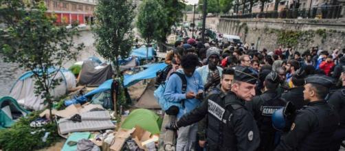 Évacuation des deux derniers grands campements de migrants à Paris ... - sudouest.fr