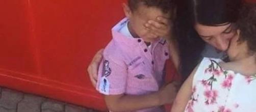 Fine dell'incubo a Bolzano: Rosa Mezzina posta la foto in cui abbraccia Yassine e Yasmine.