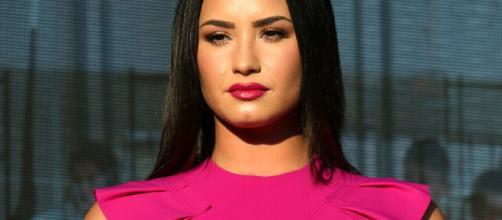 La cantante Demi Lovato causó el enojo e indignación de miles de usuarios de las redes sociales debido a un snapchat en el que aparece su mamá