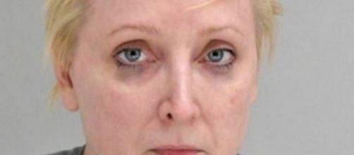 Mulher detida após cometer assassinato.