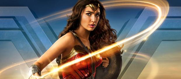 """Sin duda alguna que Gal Gadot es la actriz del momento. Su papel como """"La Mujer Maravilla"""" la está llevando a ser tendencia en las redes sociales"""