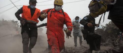 Continúa la búsqueda tras erupción del volcán de fuego en Guatemala