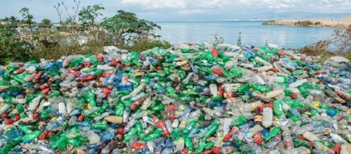 bolsas de plástico están causando inundaciones al bloquear los desagües
