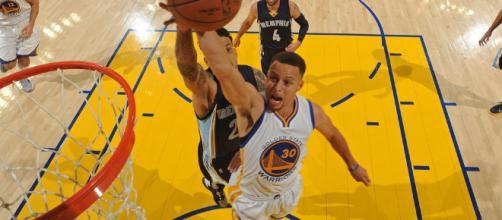 Curry rompe récord de mas triples