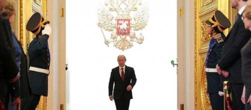 Il presidente Putin nel giorno del suo insediamento. Foto www.trust.ua
