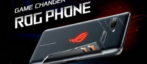 un poderoso teléfono diseñado para jugadores que viene con un ventilador de clip para mantenerlo fresco durante