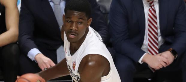Arizona big man Deandre Ayton is projected to be the No. 1 pick by the Phoenix Suns at upcoming NBA draft. - [TonyTheTiger / Wikimedia Commons]