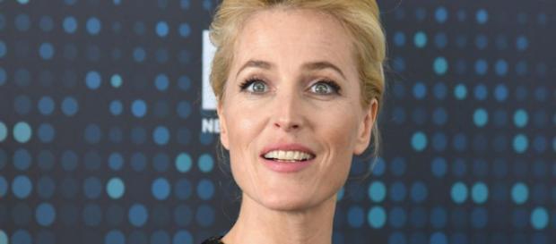"""Gillian Anderson se convierte en David Bowie para """"American Gods"""""""
