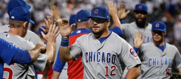 Kyle Schwarber y los Cubs están a dos juegos de los Brewers en la Central de la NL. MLB.co,.