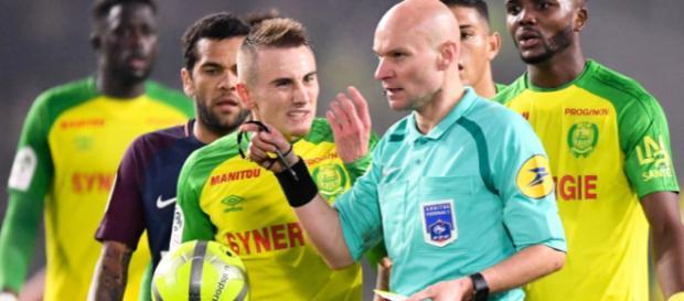 L1 (J20) : Tony Chapron fait un croche-pied à Diego Carlos pour l ... - football365.fr