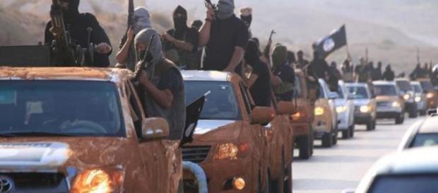 Libia, evacuazione in corso degli italiani.