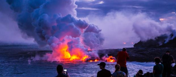 There is a lot to know about the volcanic eruption in Hawaii. [image source: Skeeze - Pixabay]
