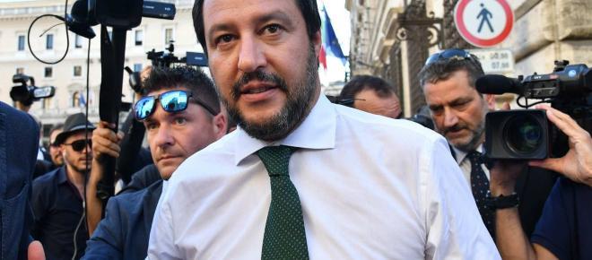 La linea dura di Salvini tra vicenda Aquarius e 'anagrafe' dei rom
