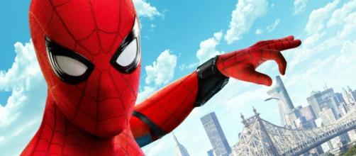 Spider-Man: Homecoming 1 2 (titulada Spider-Man: De regreso a casa en Hispanoamérica).