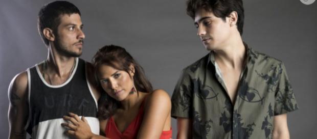 Ícaro surta de ciúmes e bate em Valentim por causa de Rosa em Segundo Sol (Foto: TV Globo)