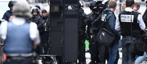 Prise d'otages terminée à Paris