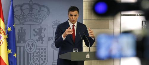 Sánchez comparece ante los medios para presentar al nuevo Ejecutivo. Public Domain.