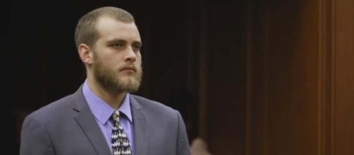 South African Henri van Breda, who slaughtered his family with an axe, receives sentencing. [Image Multimedia LIVE/YouTube]