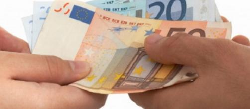 Stipendi in contanti, scatta il divieto
