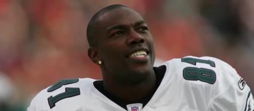 Terrell Owens played with five teams over his 15-year NFL career. - [image source: ESPN / YouTube screenshot]