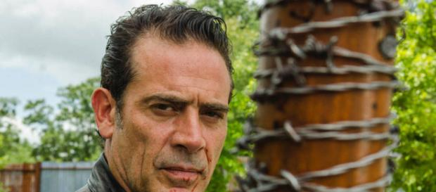 Jeffrey Dean Morgan interpreta a Negan en The Walking Dead