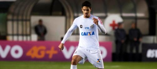 Lucas Verissimo, défenseur de Santos, est dans les petits papiers de l'OM et de l'OL