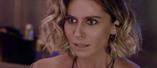 Luzia se desespera ao saber de Ícaro e Laureta. (Foto internet)