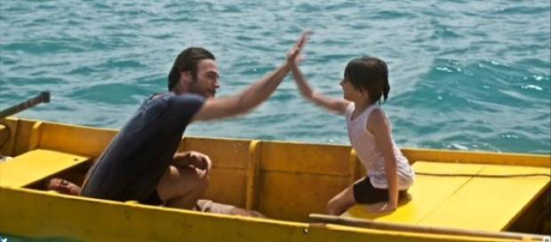A estreia de Segundo Sol e o 'mistério' do sujeito deitado no barco