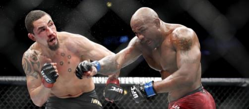 Whittaker es el campeón mediano de la UFC y espera tener pronto su primera defensa.