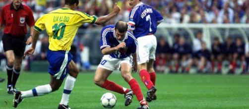 Zidane et Rivaldo, parmi les rares joueurs à avoir gagné la Coupe du monde, la C1 et le ballon d'or