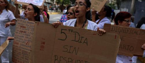 VENEZUELA / 25 centros de salud en Caracas se declaran en paro indefinido