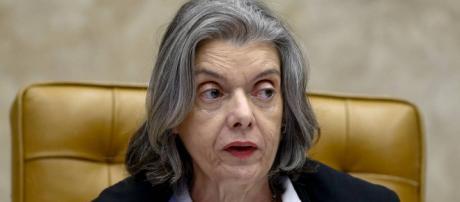 Ministra Cármen Lúcia é contra reajuste do salário dos ministros do STF