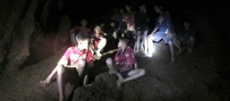 TAILANDIA / Se realiza el rescate de los últimos niños atrapados en la cueva con éxito