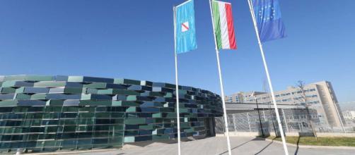 Nel nuovo Ospedale del mare di Napoli, il reparto di chirurgia vascolare sarebbe stato chiuso 'per festa'.