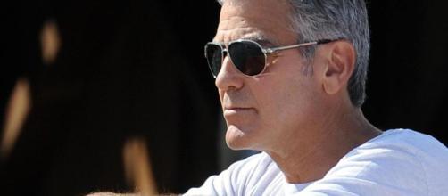 Paura per Clooney, contuso al ginocchio in un incidente stradale
