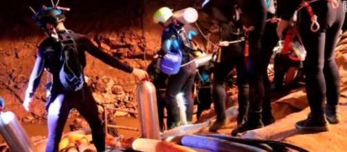 TAILANDIA / Rescatados los 12 niños y su entrenador de la cueva