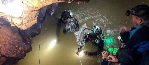 Thailandia, continuano le operazioni di salvataggio nella grotta di Tham Luang | tpi.it