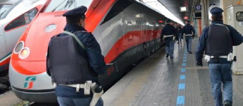 Venezia: aggrediscono portabagagli africano, i testimoni: 'inneggiavano a Salvini'.