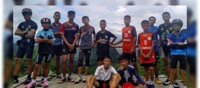 Todos os 12 meninos e o técnico já foram resgatados de caverna na Tailândia